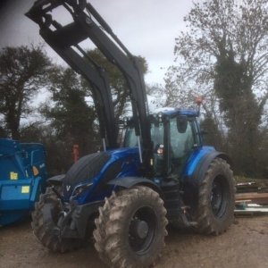 Valtra T194 Active with G7M loader